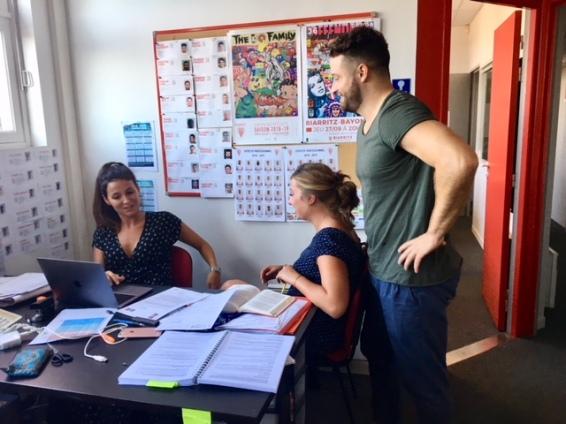 Jean-Baptiste Aldigé et son équipe de communication stage Aguilera