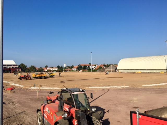 nouveau terrain d'athlétisme en construction au stade Aguilera